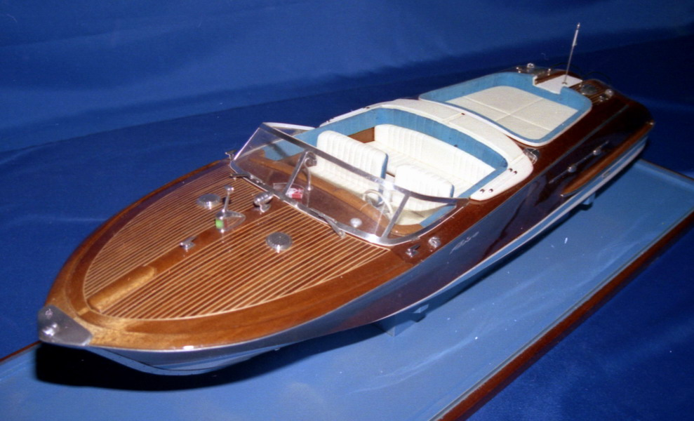 Modelli di navi minori e da diporto a motore for Motoscafo riva aquarama