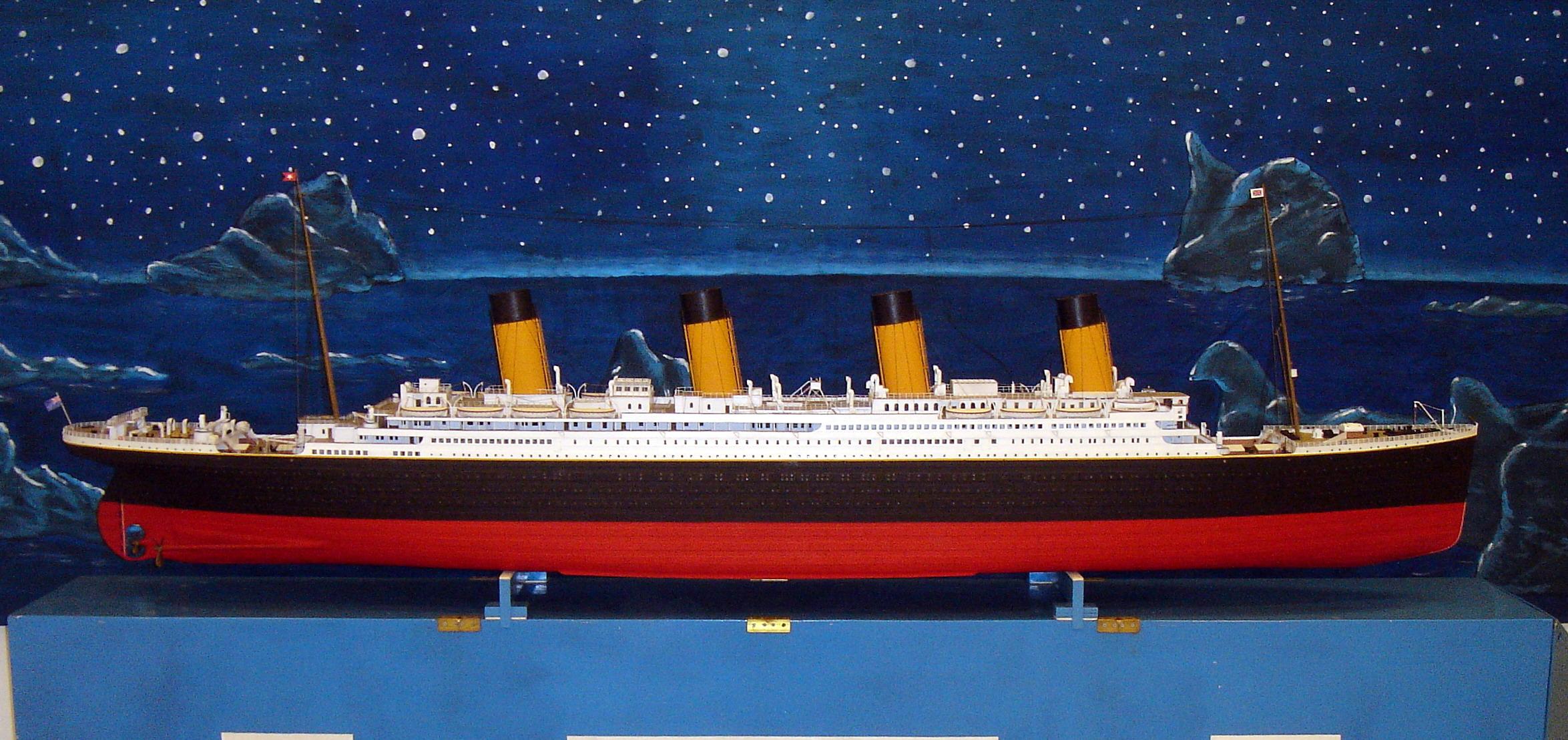 http://www.mitidelmare.it/FOTO%20GRANDI/Titanic%20fra%20i%20ghiacci.jpg